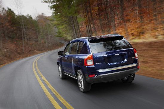 Desi, in rest, modificarile caroseriei sunt minime, aspectul lui Jeep Compass parte foarte evoluat