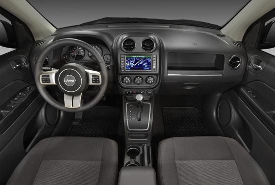 Interiorul lui Jeep Compass are un design schimbat, dar si o calitate mult mai buna