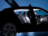 Un nou teaser: Hyundai Veloster va avea a treia uşă laterală!