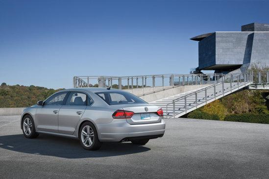 Spatele si lateralul lui Volkswagen Passat pentru USA aduc aminte de liniile Audi