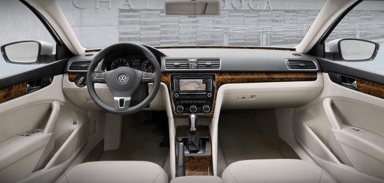 Interiorul lui Volkswagen Passat pentru USA este mai sobru decat la Passat-ul european