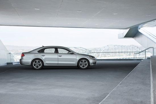 Volkswagen Passat pentru USA ofera 2 motoare pe benzina si un diesel TDI