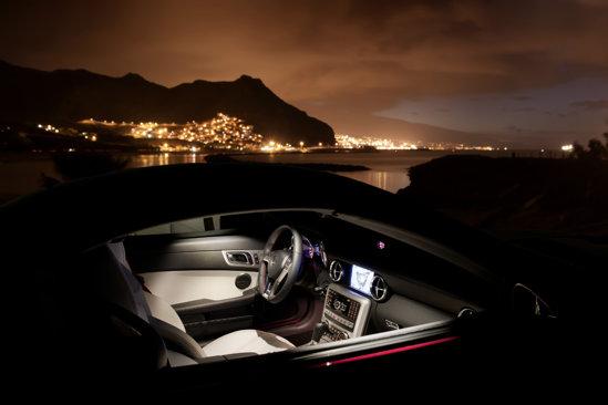 Mercedes SLK are un interior mult mai bun calitativ si intr-o nota mai serioasa