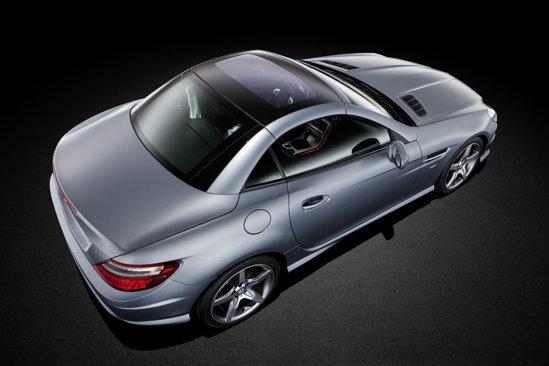 Noul Mercedes SLK beneficiaza de sistemul MAGIC SKY CONTROL pentru plafonul din sticla