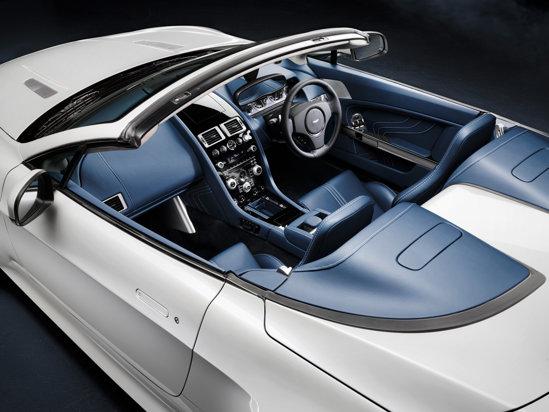 Aston Martin V8 Vantage S are acelasi echipament luxos, dar un caracter mai sportiv