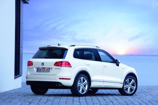 In functie de motorizarea de pe VW Touareg, R-Line Exterior va costa intre 1.800 si 2.200 euro