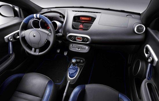 Interiorul lui Renault Wind Gordini este personalizat cu tapiterie albastru cu alb