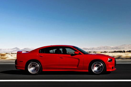 Dodge Charger SRT8 are un motor V8 HEMI, de 6,4 litri, 465 CP si 630 Nm