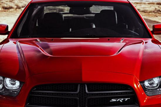 Dodge Charger SRT8 beneficiaza de suspensii adaptive, dar si de un sistem FuelSaver pentru motor