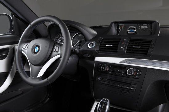 Bateriile litiu-ion ii confera lui BMW ActiveE o autonomie de maximum 160 km