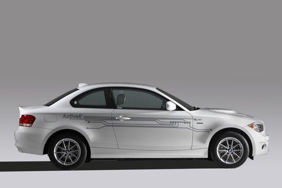 BMW ActiveE are 4 locuri si un portbagaj de 200 de litri, aproape ca un BWM Seria 1 Coupe normal