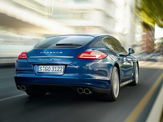 Porsche Panamera S Hybrid are un consum de numai 6,8 litri/100 km si emisii CO2 de 159 g/km