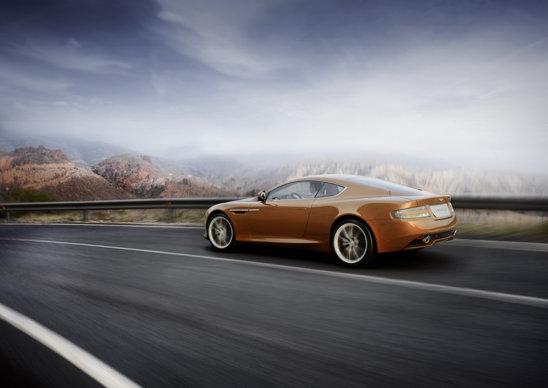Practic, Aston Martin Virage este o versiune upgradata a lui Aston Martin DB9