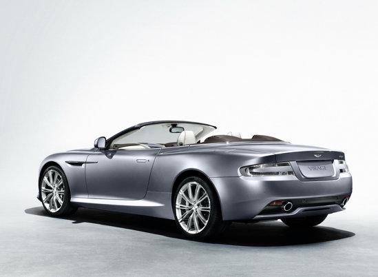 Versiunea decapotabila Aston Martin Virage Volante are un portbagaj de 157 litri