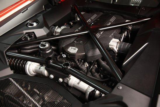 Motorul lui Lamborghini Aventador LP700-4 este un V12 aspirat de 700 CP