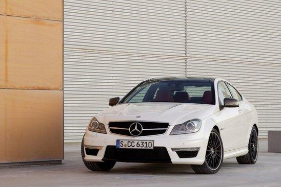 Mercedes-Benz C 63 AMG Coupe - aspect mai agresiv fata de un C-Class Coupe normal