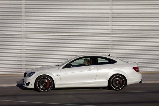 Mercedes-Benz C 63 AMG Coupe - motorul este acelasi V8 de 6,3 litri si 457 CP de pe sedan