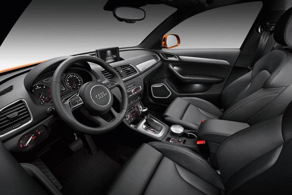 Interiorul lui Audi Q3 are un design fresh, iar calitatea materialelor este excelenta