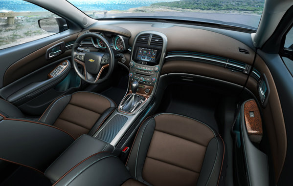 Chevrolet Malibu are un design interior modern, in stilul cunoscut de la Cruze