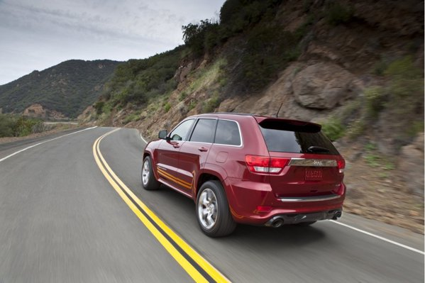 Jeep Grand Cherokee SRT8: 0-100 km/h in 4,8 secunde si 250 km/h viteza maxima