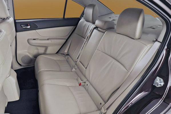 Pasagerii din spate au un spatiu mai mare cu 5 cm in noul Subaru Impreza