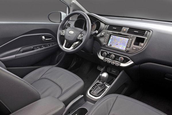 In versiunile superioare de echipare, KIA Rio Sedan are un interior luxos si high-tech