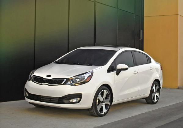 Noul KIA Rio Sedan are un design foarte agresiv, apropiat de al lui KIA Optima