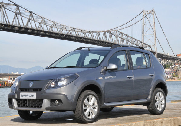 Renault Sandero Stepway are un look mult mai apropiat de al unui crossover capabil