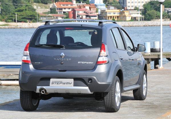 Pe piaţa sud-americană, Sandero facelift este oferit cu doua motoare: 1.0 de 77 CP si 1.6 de 95 CP