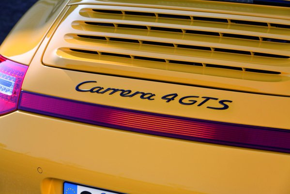 Porsche 911 Carrera 4 GTS va costa de la 111.965 euro in Germania
