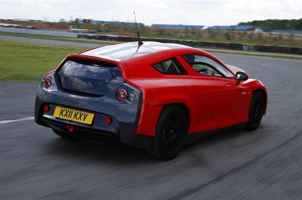 Delta Motorsport E-4 are doua motoare electrice, cu o putere maxima de 240 CP si un cuplu de 1.200 Nm
