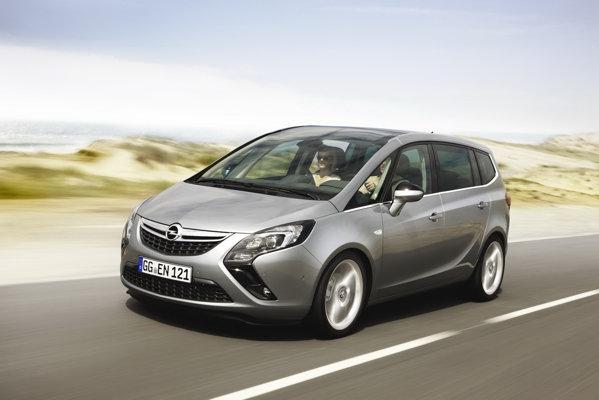 Noul Opel Zafira Tourer arata similar cu conceptul cu acelasi nume de la Geneva 2011
