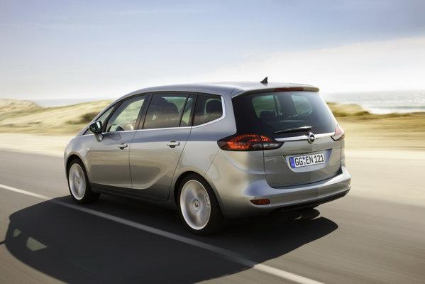 Opel Zafira Tourer are o lungme de 4,66 metri si un ampatament de 2,76 metri