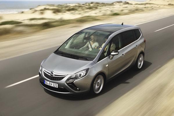 Opel Zafira Tourer - doua versiuni pentru motorul 1.4 turbo Ecotec si trei pentru 2.0 CDTI