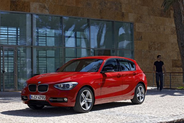 Noul BMW Seria 1 - farurile au o forma noua, iar angel eyes au arata inedit