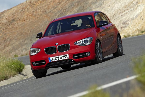 Noul BMW Seria 1 - doua versiuni pe benzina: 116i de 136 CP si 118i de 170 CP