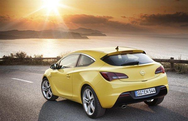 Noul Opel Astra GTC combina agresivitatea si eleganta intr-un pachet compact