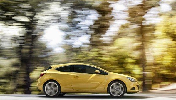La inceput, Opel Astra GTC este oferit cu trei motoare turbo pe benzina si un diesel CDTi