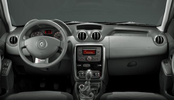 Plansa de bord a lui Renault Duster a fost destul de mult modificata, fiind mai moderna