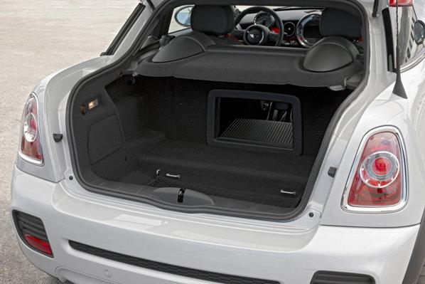 In cazul lui Mini Cooper Coupe au fost folosite toate spatiile de depozitare