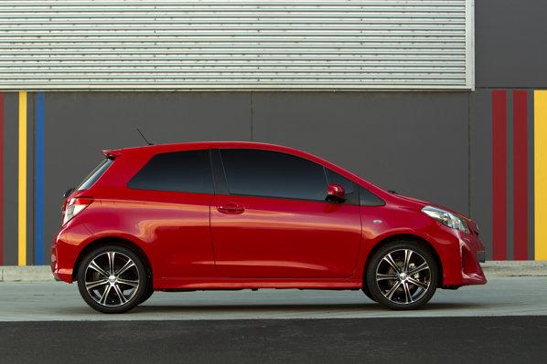 Toyota Yaris in 3 usi arata mai sportiv, mai ales daca e echipata cu pachetul exterior sport