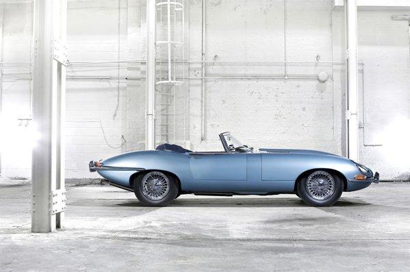 Una dintre cele mai frumoase maşini din istorie - Jaguar E-Type
