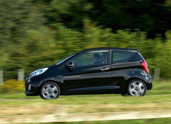 Pentru inceput, KIA Picanto in 3 usi este oferita cu doua motoare pe benzina: 1.0 de 68 CP si 1.2 de 84 CP