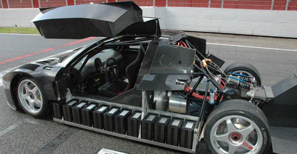 Quimera AEGT are trei motoare electrice, 700 CP, 1.000 Nm si atinge 300 kmh