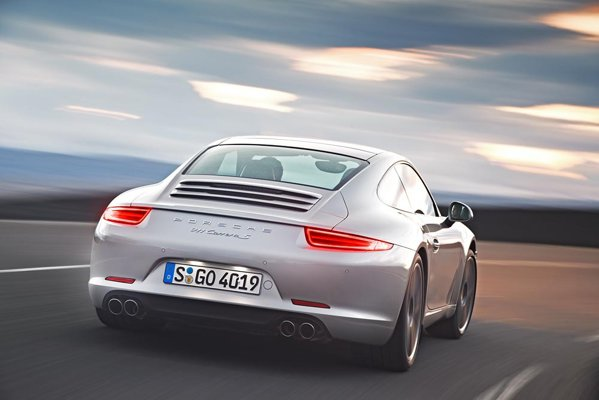 Versiunea Porsche 911 Carrera S beneficiaza optional de sistemul PDCC
