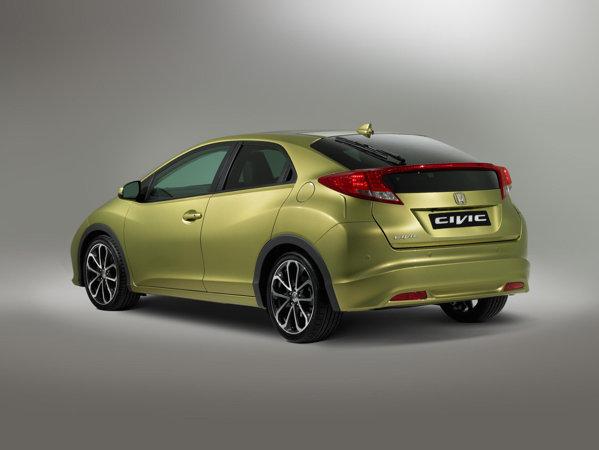 Spatele noii Honda Civic este sofisticat si destul de sportiv