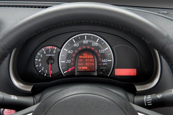 Nissan Micra poate fi setat sa ii ureze La Multi Ani soferului!