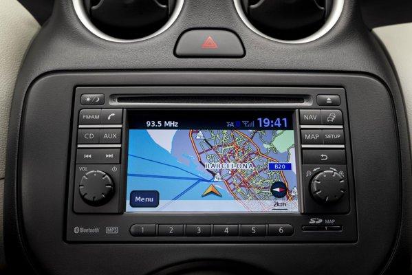 Versiunea de top Nissan Micra Tekna ofera standard sistemul Nissan Connect, cu sistem de navigatie