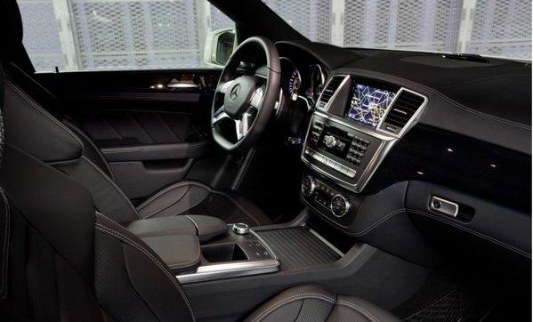 Interiorul noului Mercedes-Benz ML 63 AMG pune accentul pe lux