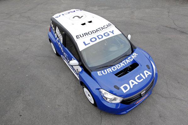 Partea frontala a lui Dacia Lodgy ne arata noua imagine de marca, pe care o vom vedea si pe Logan 2, cel mai probabil